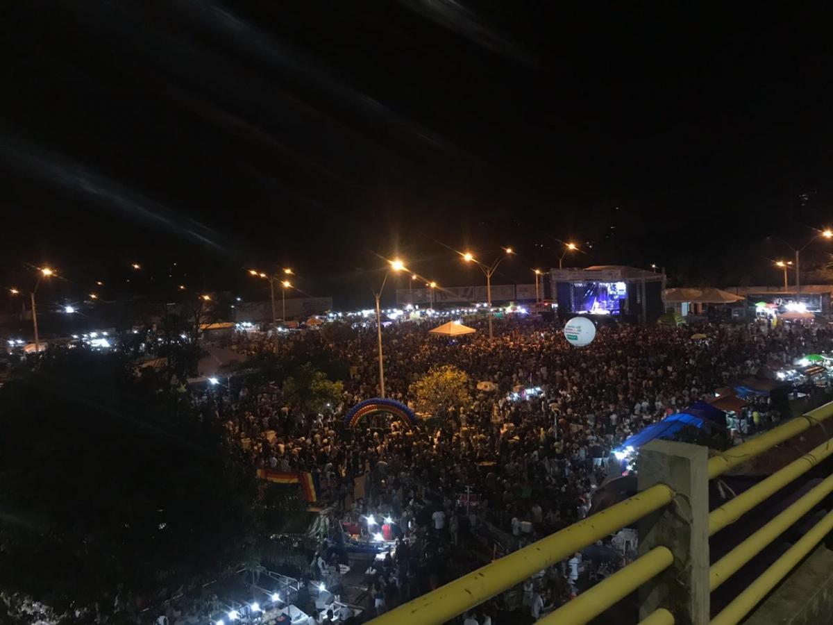 Parada da Diversidade recebe milhares de pessoas em Teresina