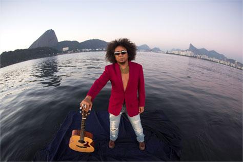 Chico César se apresentará em Teresina pelo projeto Seis e Meia