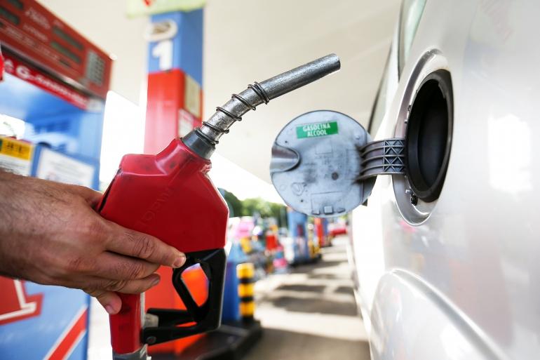 Como economizar combustível e reduzir o consumo do carro em até 40%