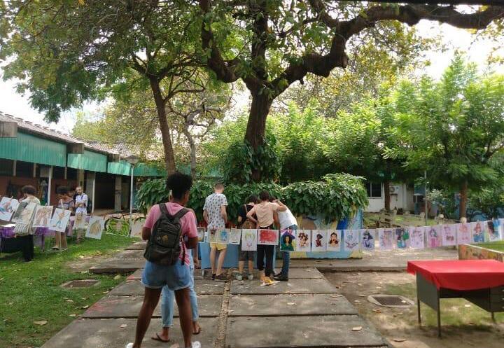 Alunos da Universidade Federal do Piauí realizam feira para a valorização da arte e venda de produtos