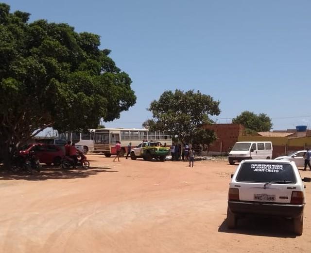 Homem morre esmagado por ônibus em garagem de hospital no Sul do Piauí