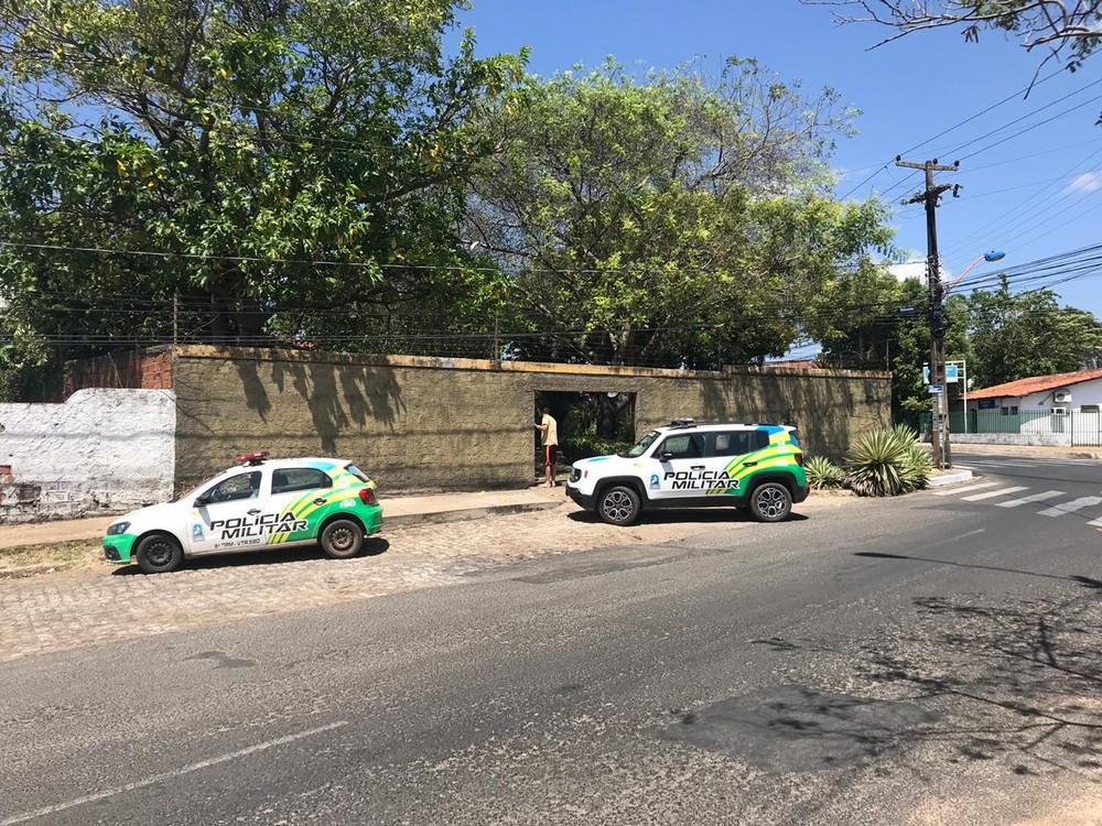 Bandidos invadem casa de empresário e fazem onze pessoas reféns na zona leste de Teresina