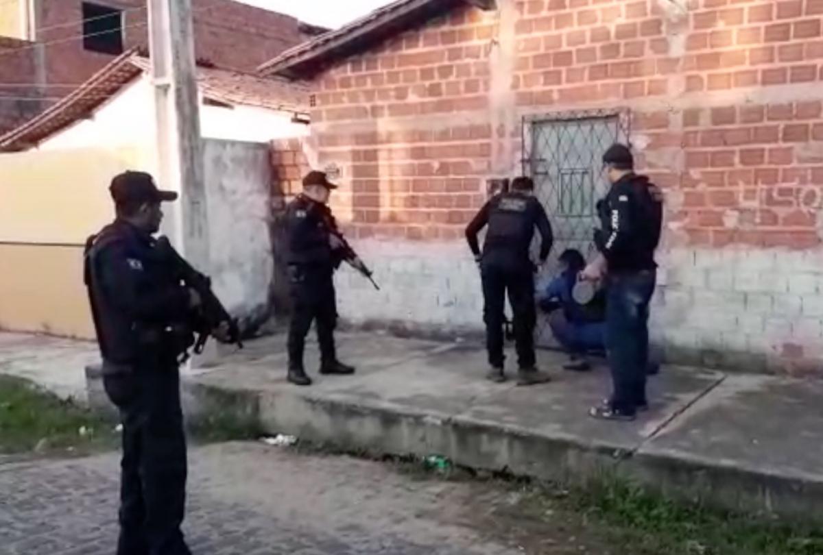 Polícia cumpre mandados por roubos e homicídio na manhã de hoje