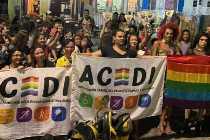 Manifestação ocorre no Ceará após declarações homofóbicas do proprietário de uma Pizzaria