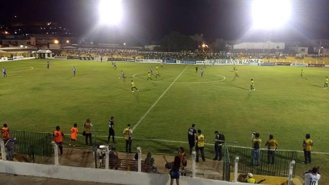Jogando em casa, Picos empata disputa contra Comercial-PI