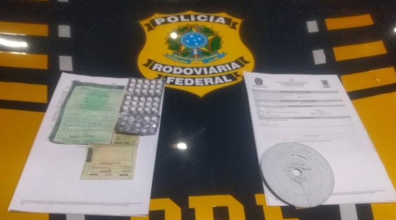 Motorista que conduzia veículo de carga sob efeito de drogas é autuado pela PRF