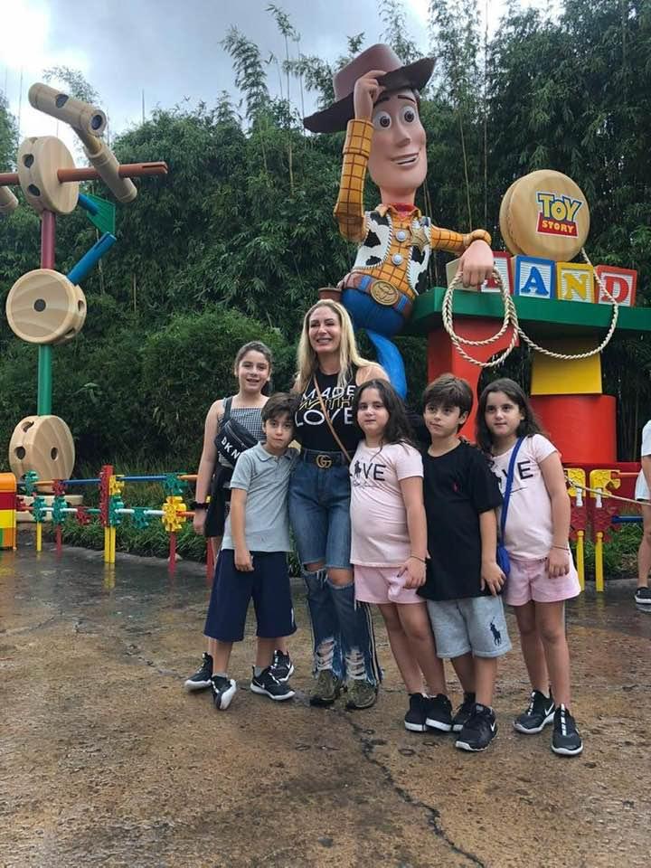 A Força da Notícia: Alexsandra Diniz de férias em família, viaja no Mundo Mágico e Encantado da Disney