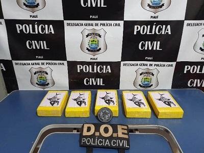 Polícia Civil apreende cinco tabletes de cocaína dentro de veículo no município de Picos/PI