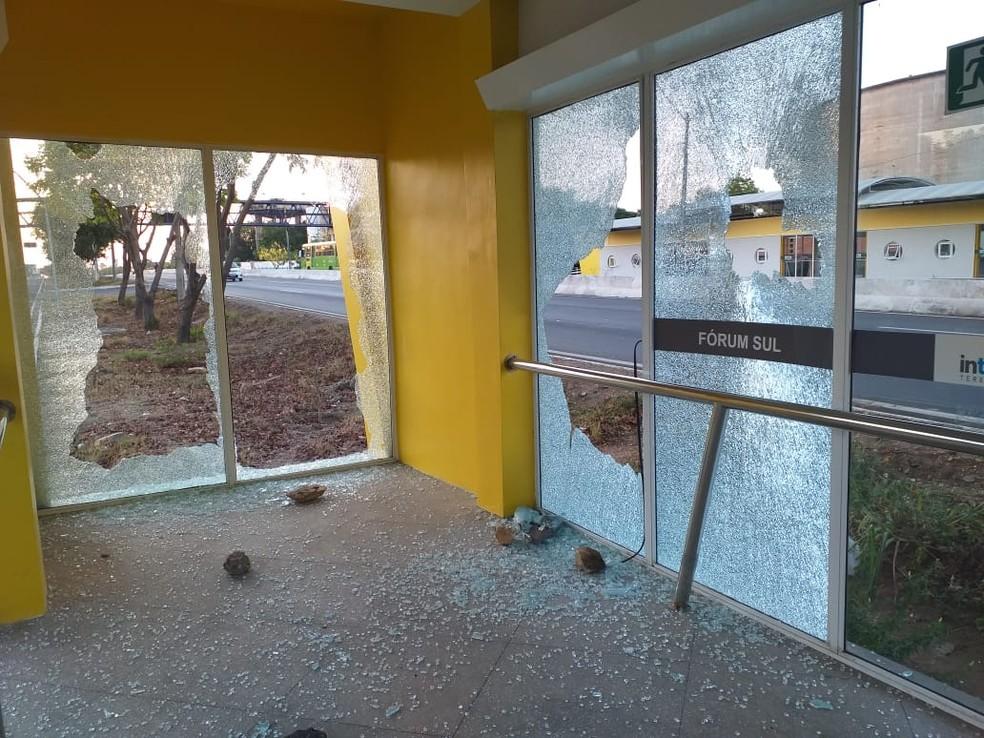 Estação de ônibus é depredada na Zona Sul de Teresina