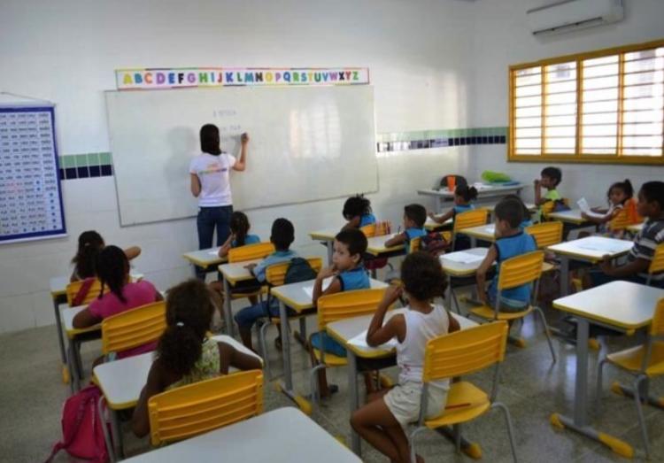 Semec de Teresina lança edital de concurso para professor com 140 vagas