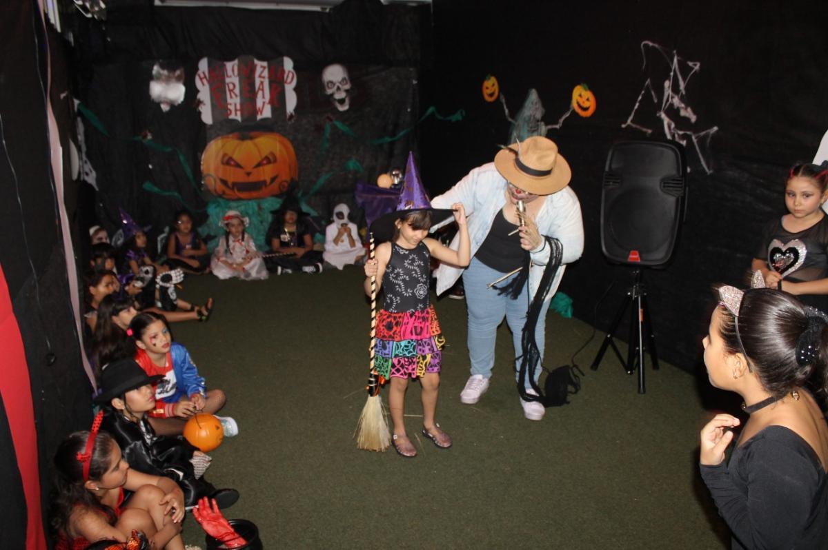 Atividades em comemoração ao Halloween incentivam a prática do inglês para as crianças