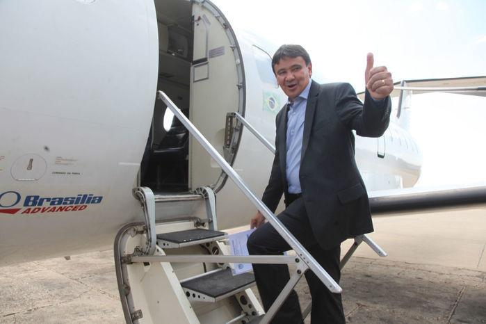 Deputado critica excesso de viagens aéreas do Governo do Piauí ao custo de R$ 50 mil cada