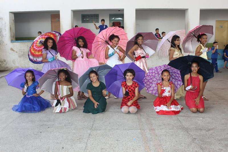 Em alusão ao Dia da Alfabetização alunos participam de atividades de leitura na Escola Municipal Mocambinho