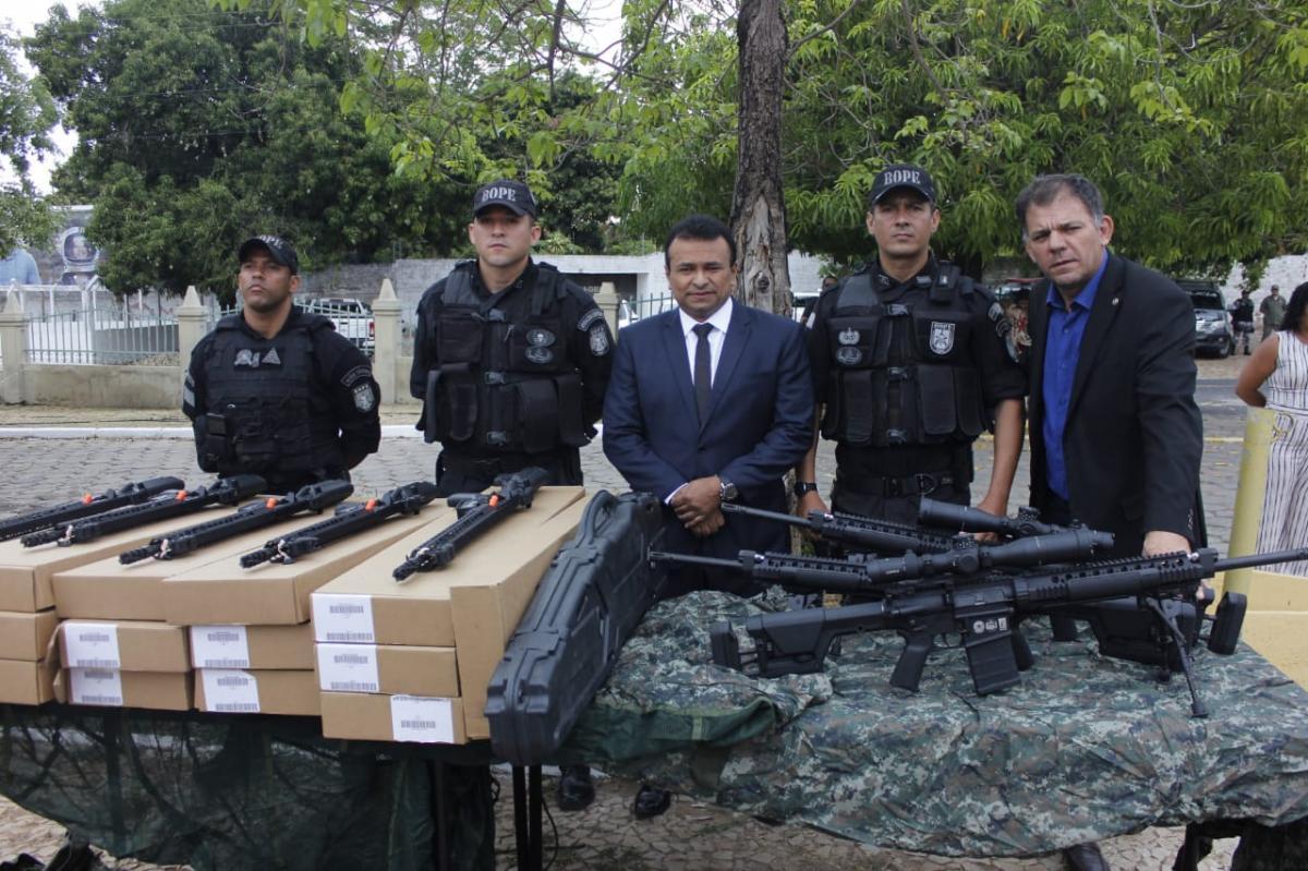 Bope recebe 19 fuzis de fabricação internacional durante comemoração do Dia da Bandeira