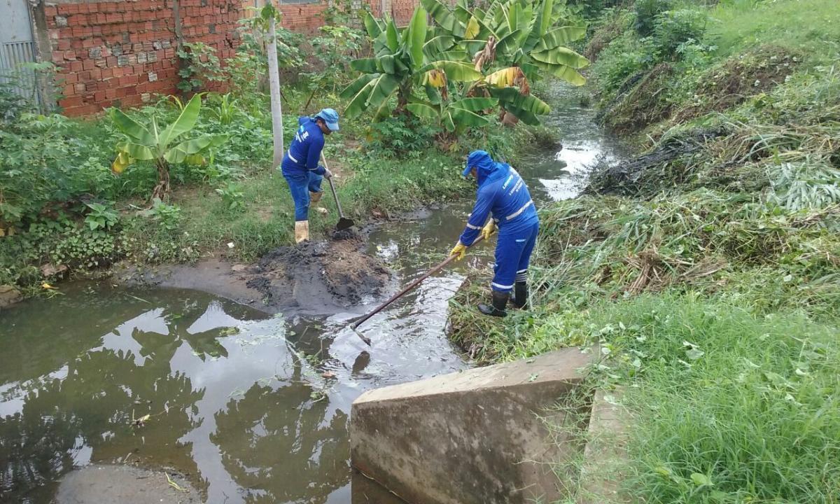 Equipes realizam limpeza em pontos monitorados após as chuvas de ontem (19)