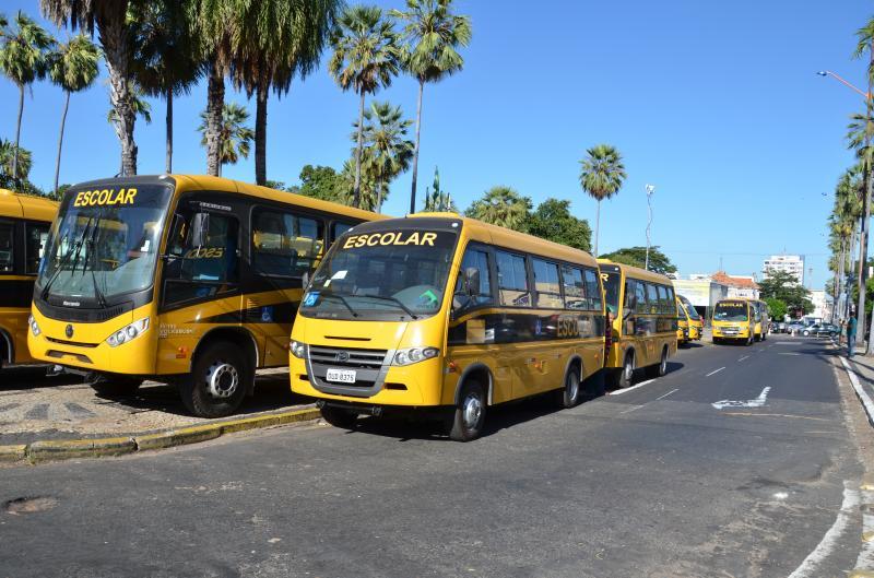 Deputado denuncia irregularidades no transporte escolar e falta de pagamento da Seduc