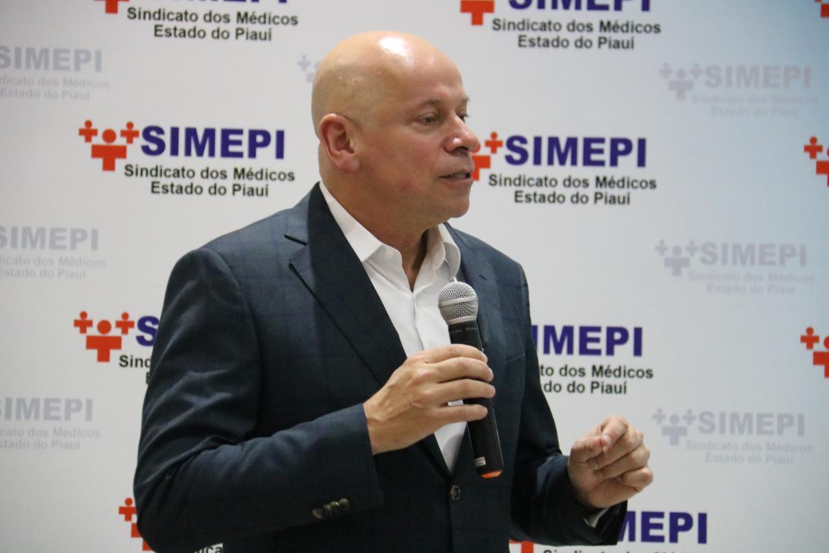 Durante palestra em Teresina, Leandro Karnal disse que conhecimento é a aposta de sucesso do futuro