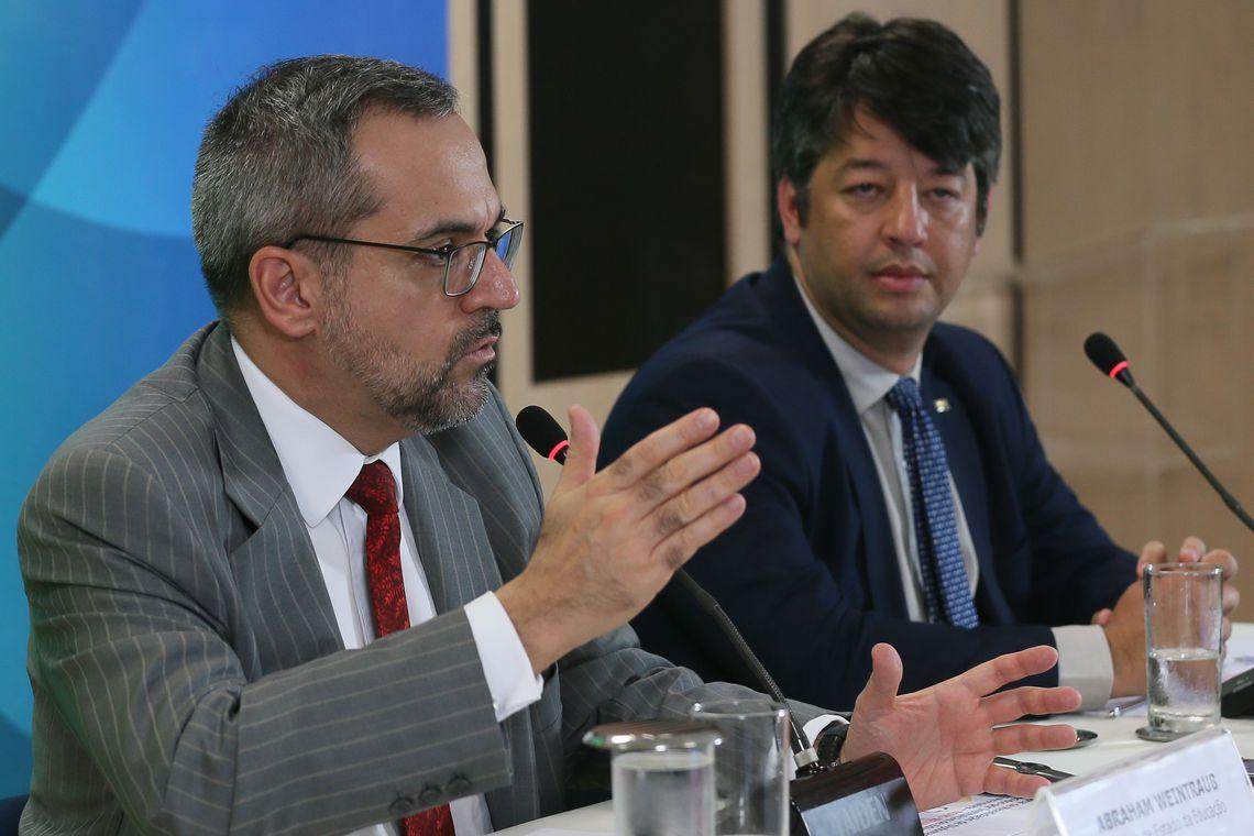 Novo exame para médico formado no exterior terá provas no computador