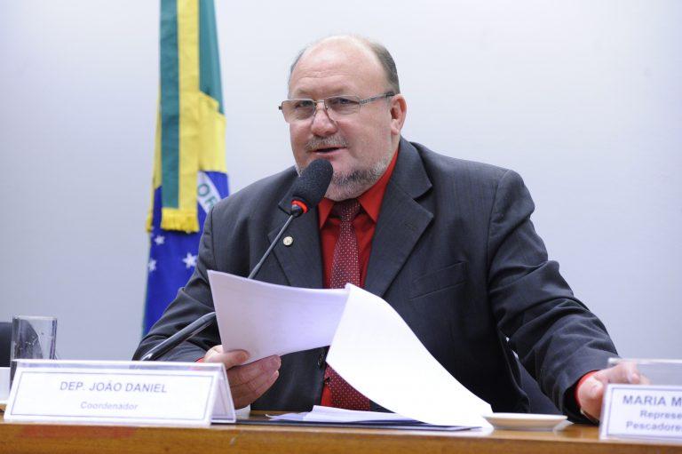 Relatório aprovado aponta omissão do governo em derramamento de óleo no Nordeste