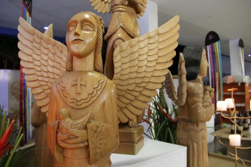 A fé que inspira a criação: conhecendo mais sobre a arte santeira