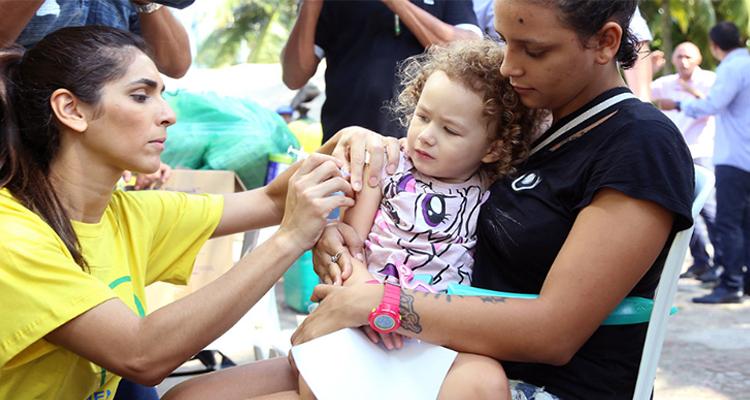 Vacinas contra a febre amarela e gripe terão público alvo ampliado a partir de 2020, segundo Ministério da Saúde