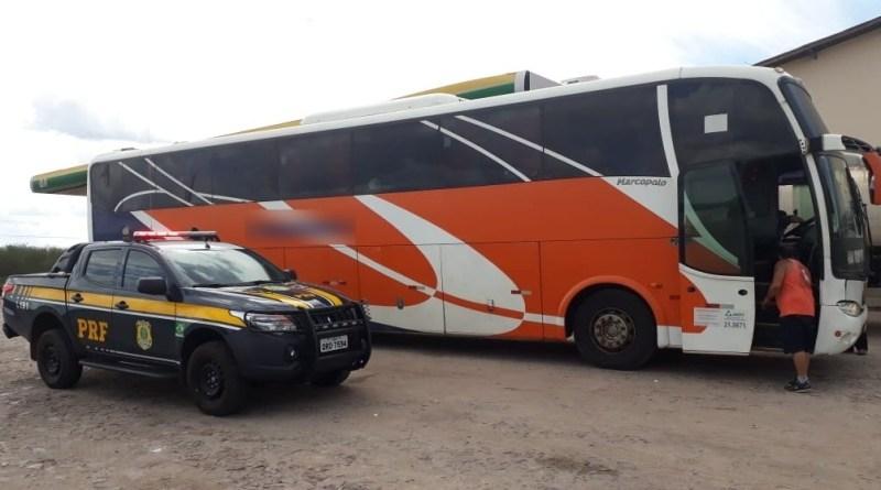 PRF prende empresário e apreende ônibus de turismo com placas clonadas na BR 316