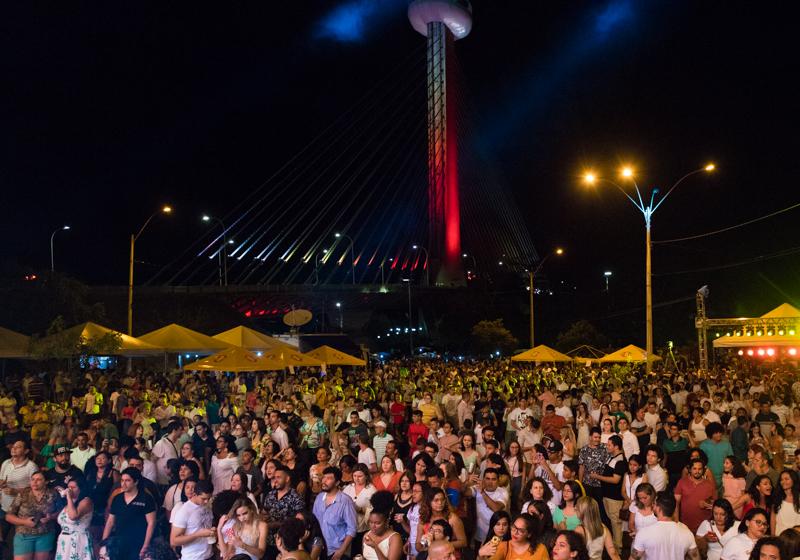Ponte Estaiada é palco da festa de Réveillon da Família em Teresina