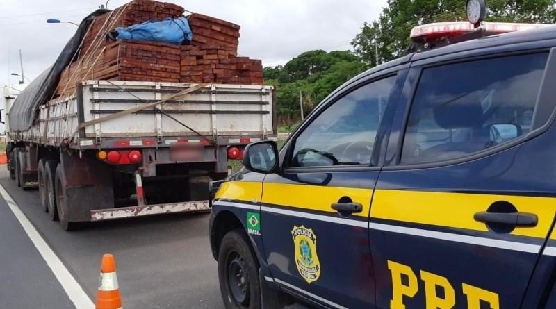 PRF apreende 25,2 m³ de carga ilegal de madeira na BR 316 em Teresina