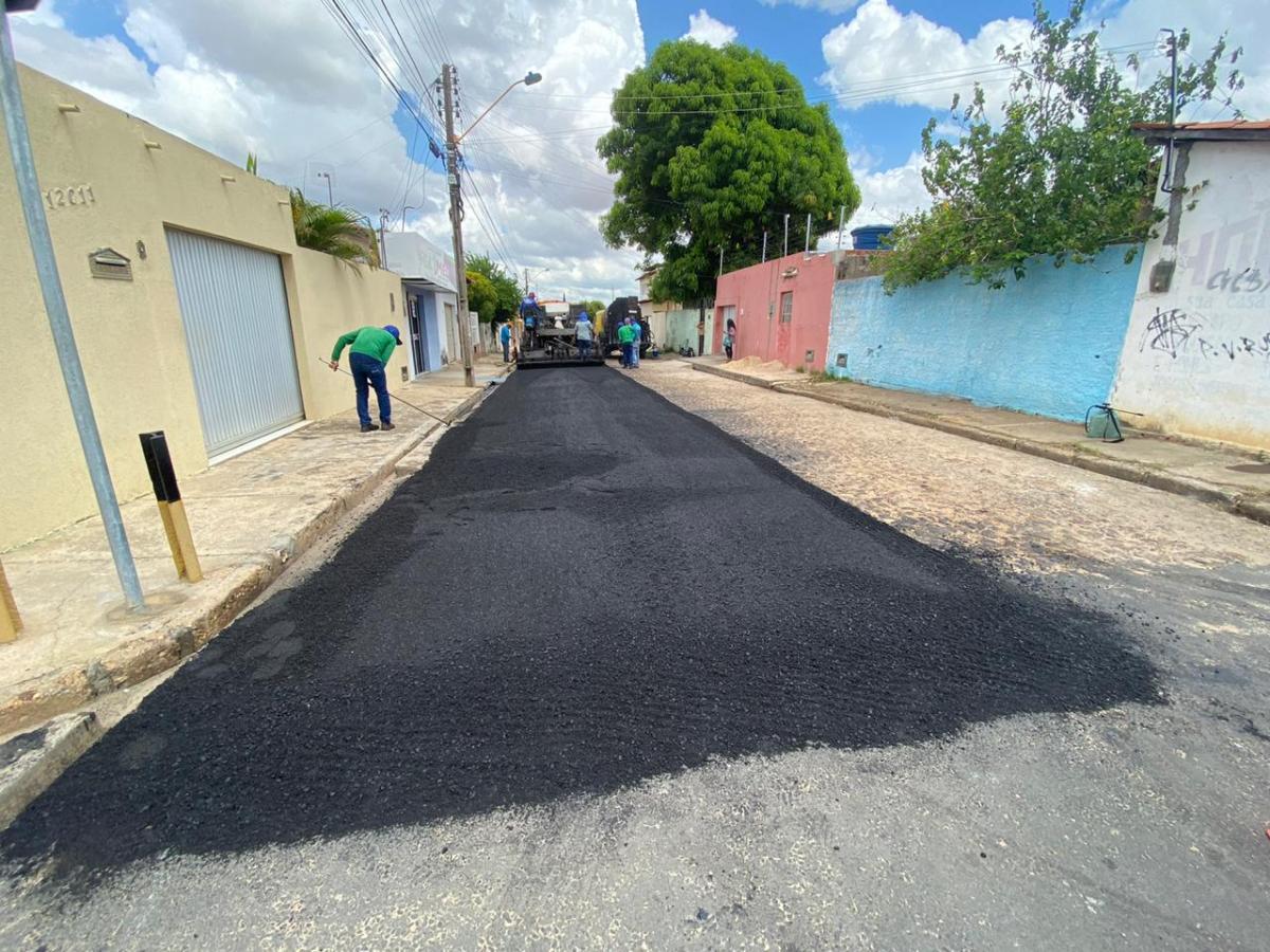 PMT inicia asfaltamento dos bairros Dirceu I e II