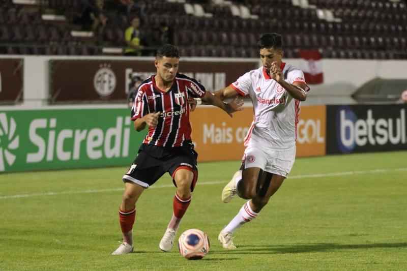 Inter e Corinthians decidem a primeira vaga na final da Copinha nesta terça (21)