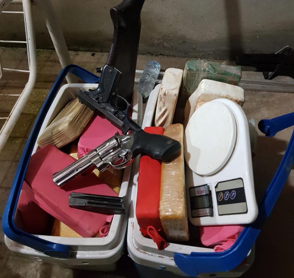 Polícia apreende drogas e armas entre José de Freitas e Teresina