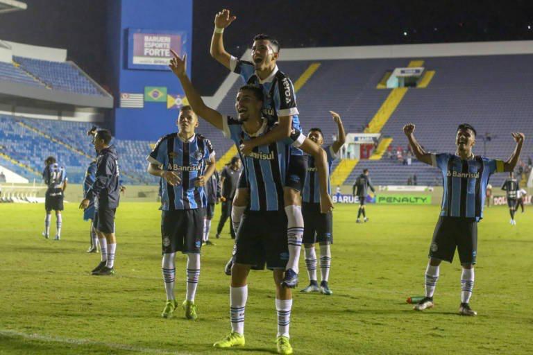 Grêmio vence Oeste e garante vaga na final da Copinha