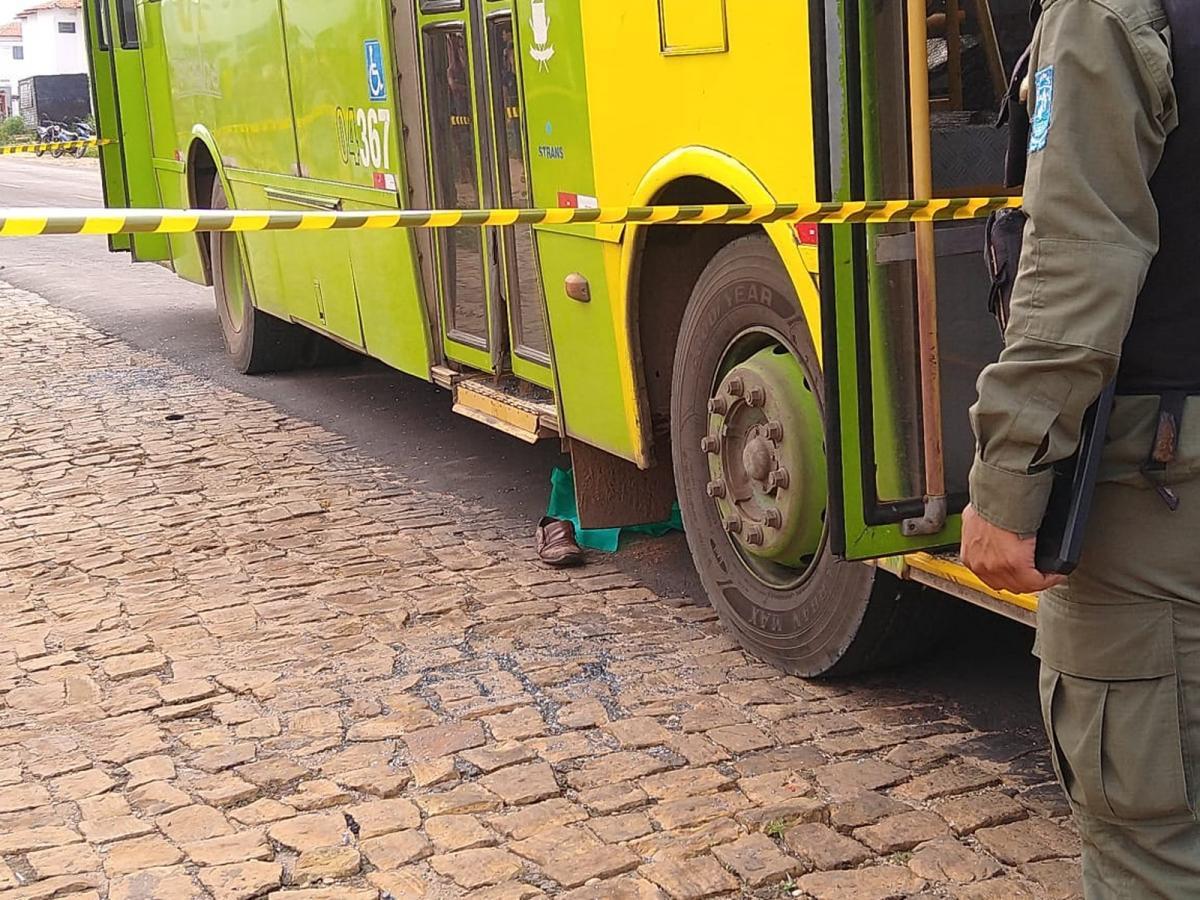 Idoso morre após ser atropelado por ônibus no Torquato Neto