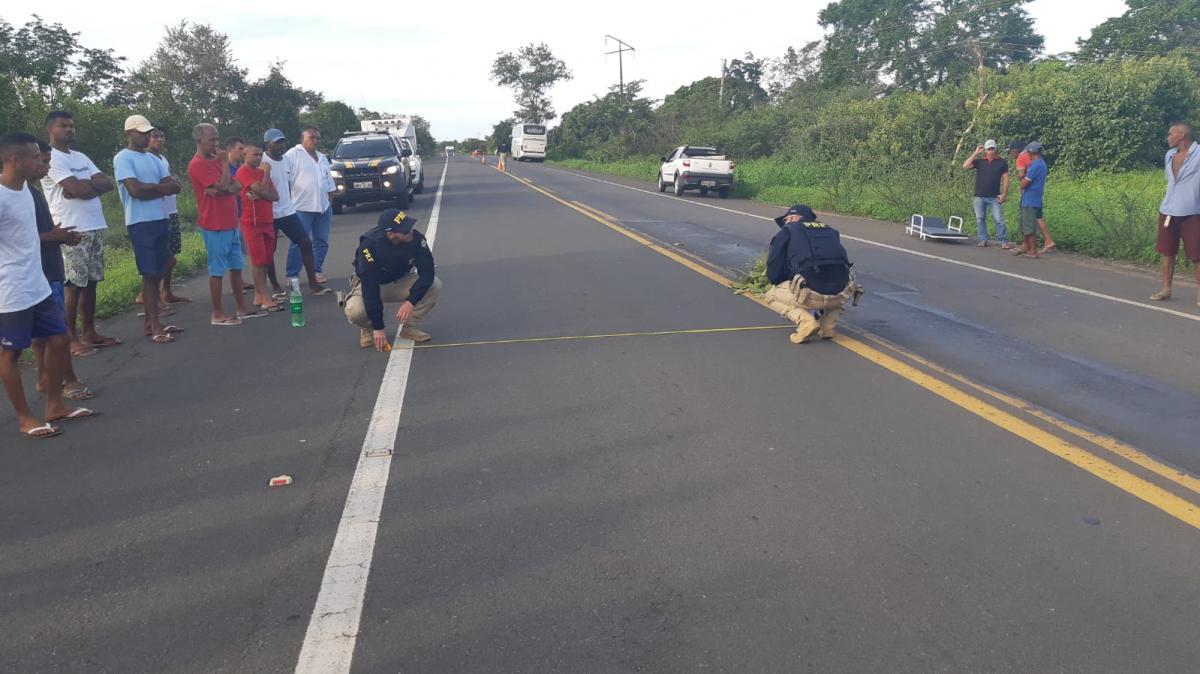 Idosa morre após ser atropelada por ônibus na BR-135
