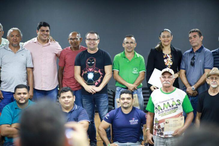 Artesãos da Sudarpi recebem doação de 15m³ de madeira apreendida através da Semar