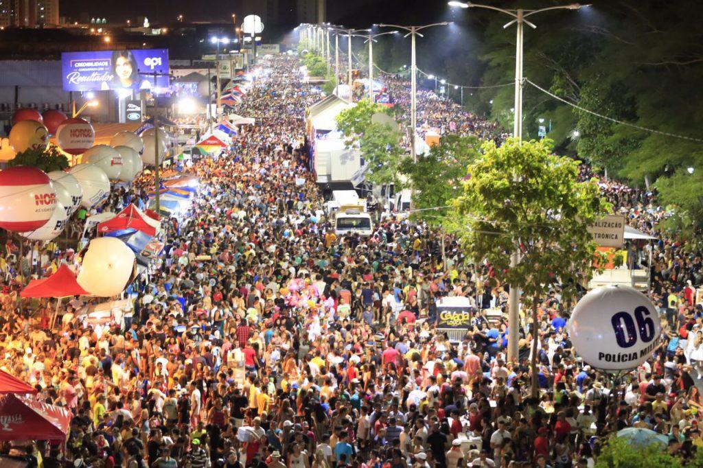 Avenida Raul Lopes recebe 140 mil pessoas no Corso de Teresina
