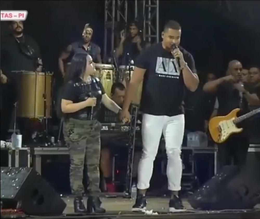 Cantor é escoltado pela polícia ao se negar a fazer show no Piauí