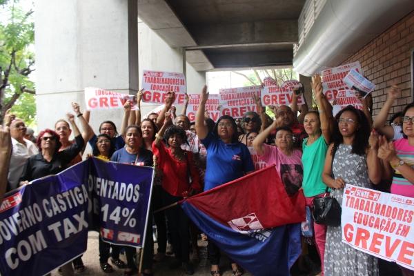 Governo anuncia reajuste mas não atende às reivindicações da greve dos professores