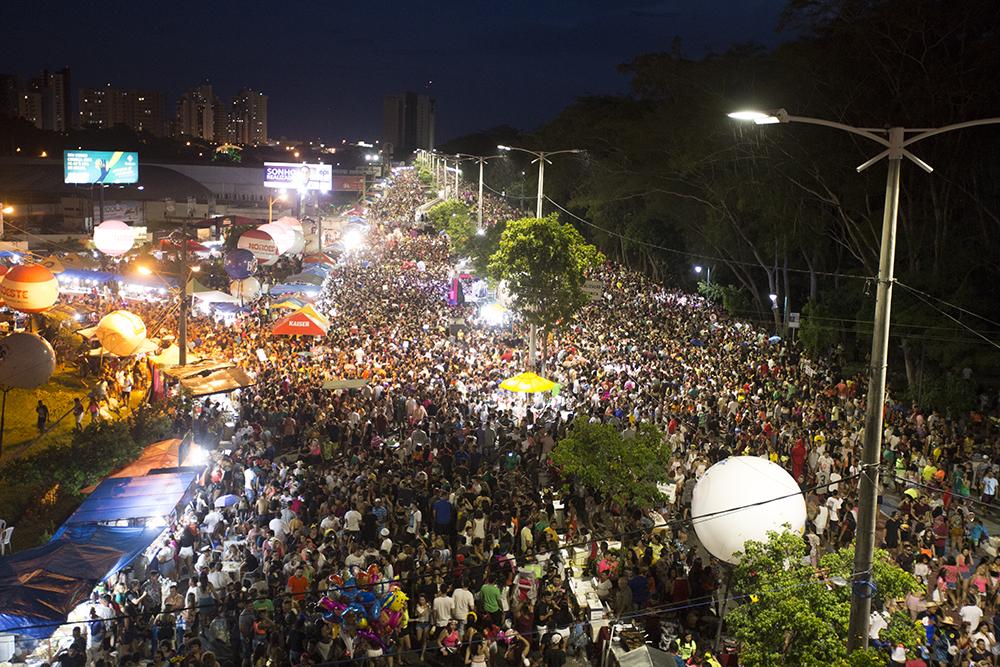 Formato do Corso com palcos na avenida é aprovado por 84,9% dos foliões