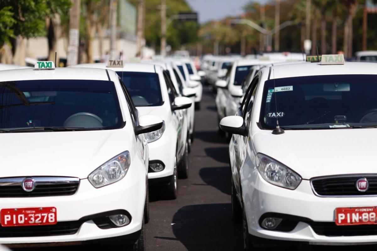 Renovação de permissão para taxistas foram prorrogadas até 30 de abril