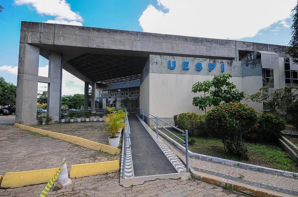 Uespi adota trabalho remoto e suspende do calendário acadêmico