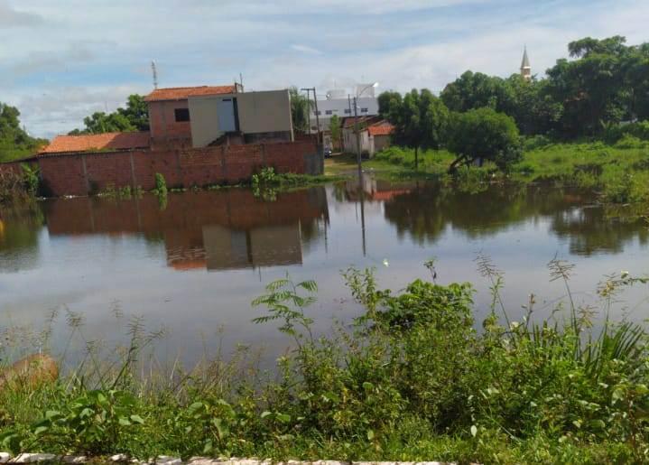 Cidades prejudicadas pelas chuvas recebem reforços dos Bombeiros e Defesa Civil