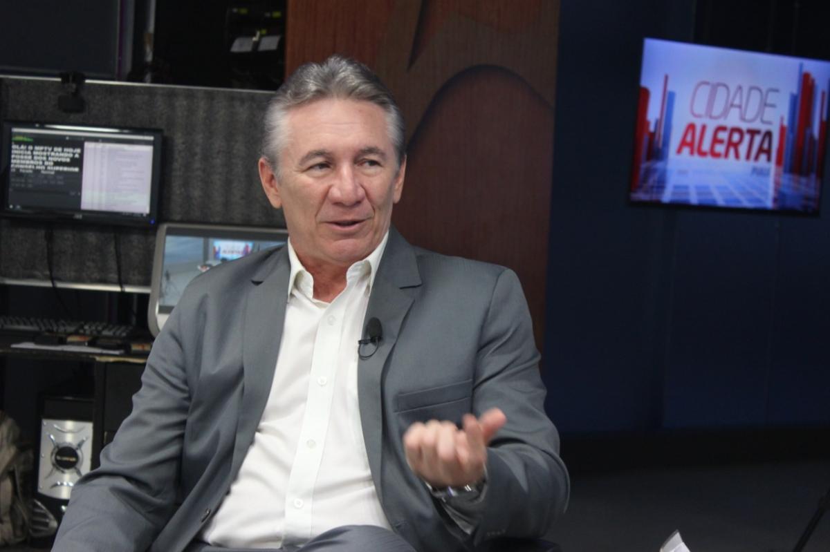 Em entrevista ao Caçando Conversa, João Neto revela que TV Antena 10 terá reality gastronômico