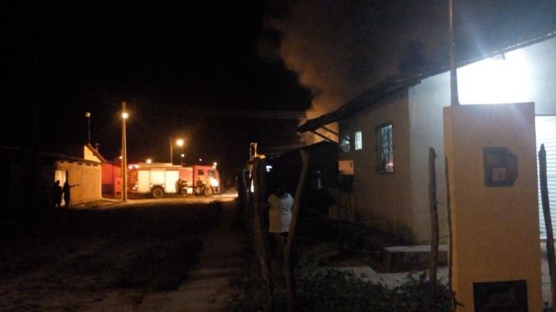 Após bebedeira de amigos, homem é baleado e suspeito teve carro incendiado no Litoral do Piauí