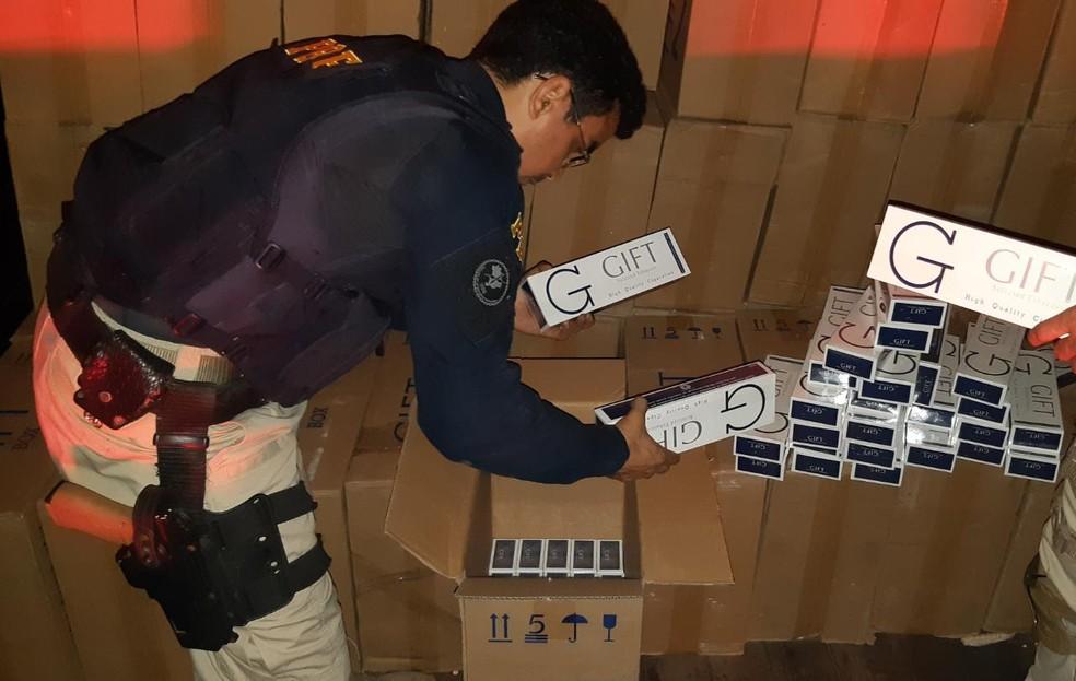 115 mil maços de cigarro contrabandeados foram apreendidos pela PRF nesta madrugada