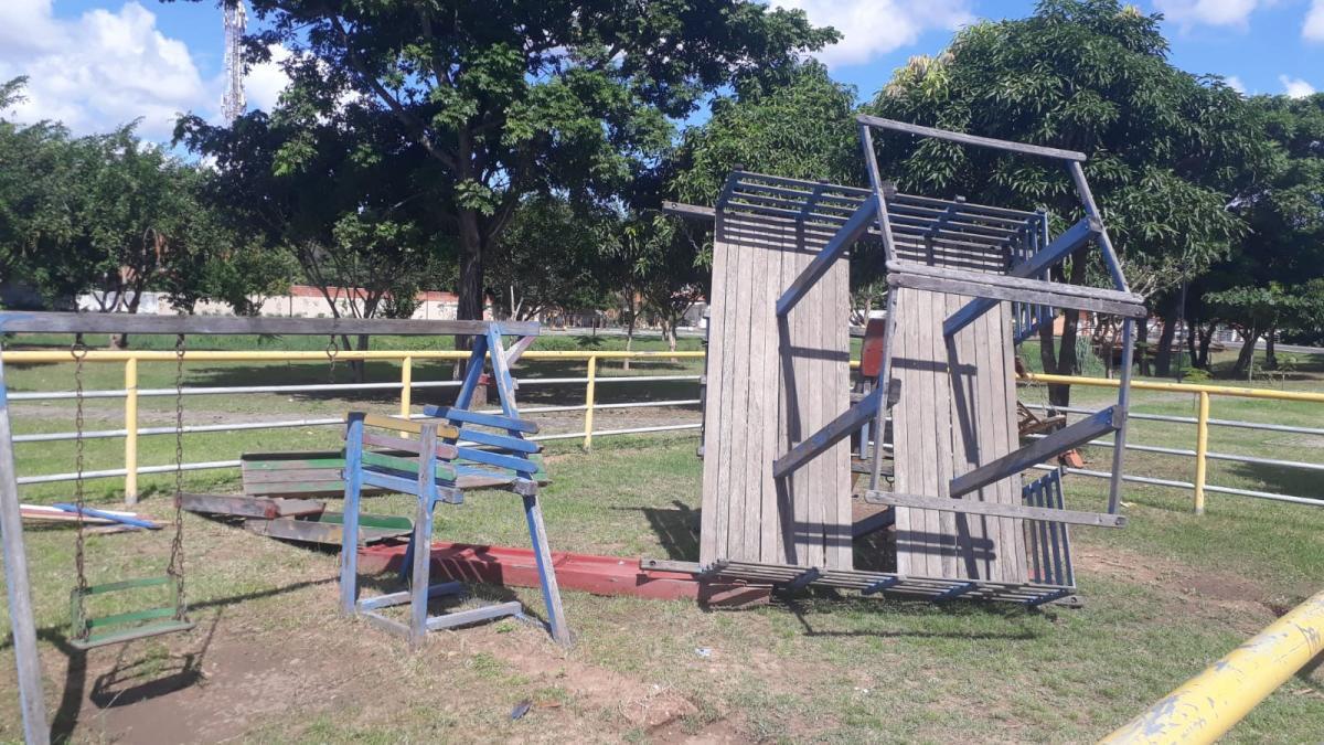 Vândalos despredam playgrounds e equipamentos públicos no Parque Lagoas do Norte