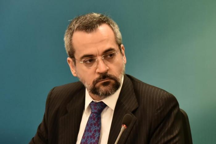 STF abre inquérito contra ministro da Educação por suposto racismo