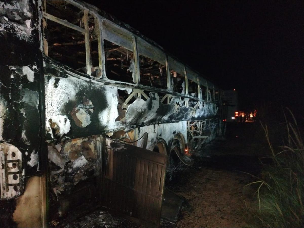 Ônibus que vinha de São Paulo pega fogo em cidade no interior do Piauí