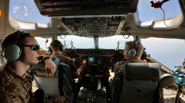 Tripulação de avião militar dos EUA fica 'cega' e congela em voo