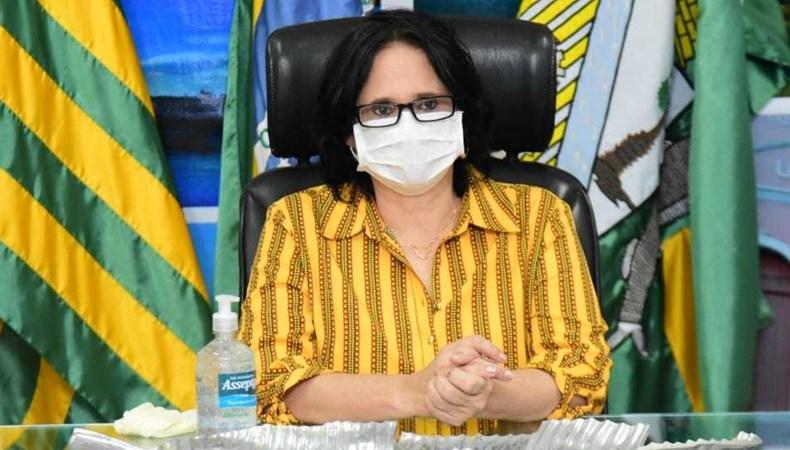 Em visita a Hospital de Floriano, Damares fala em 'milagre' no uso da cloroquina